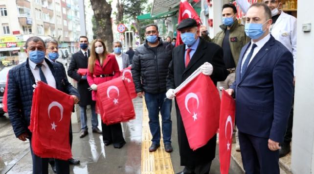 Amasya ve Çankırıda halka Türk bayrağı dağıtıldı
