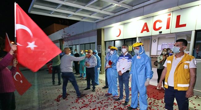 Adana Demirsporlu taraftarlardan sağlık çalışanlarına destek