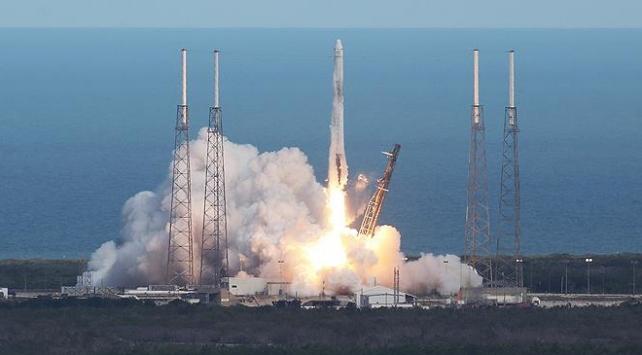 SpaceXten uzaya 60 internet uydusu