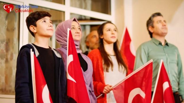 İstiklal Marşı'nı 'Balkonlardan okuyalım' daveti