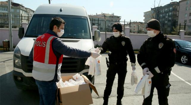 İstanbulda 65 yaş üstü 1 milyon 160 bin kişiye maske ve kolonya dağıtıldı