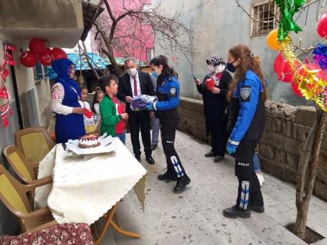 Tatvan Vefa Sosyal Destek Grubu çocukların bayramını kutladı