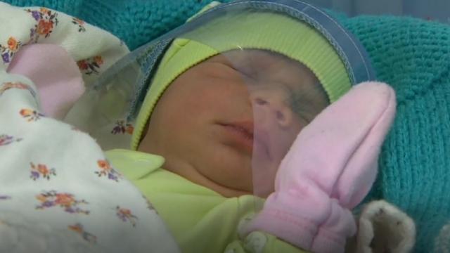Bebekleri koronavirüsten korumak için siperlik üretildi