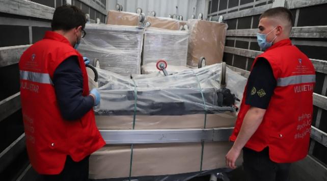 Türkiyenin tıbbi yardımları Kosovaya ulaştı