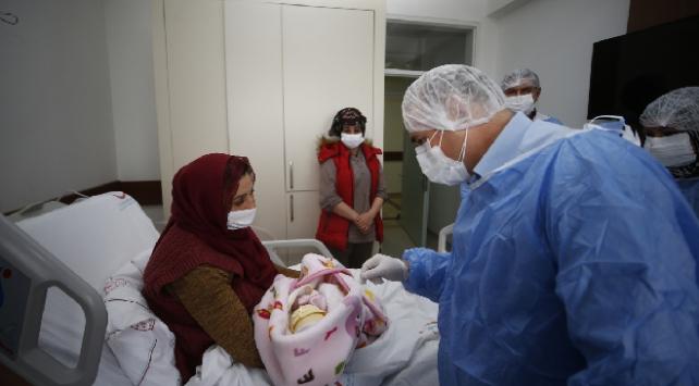 Hamileyken koronavirüsü yenerek sorunsuz doğum yaptı