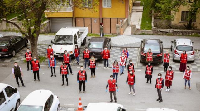 Türk Kızılay ramazan pidesi dağıttı