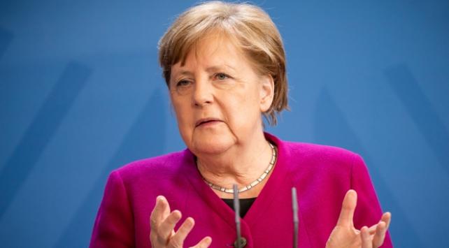 Almanya Başbakanı Merkelden AB dönem başkanlığı yorumu