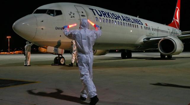 Nijerya ve Ganadan 133 Türk vatandaşı İzmire getirildi
