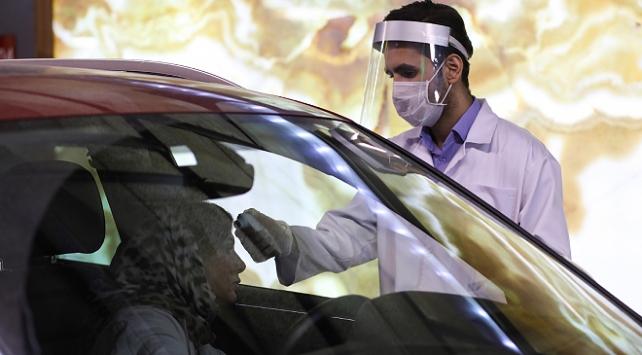 İranda son 24 saatte 60 kişi koronavirüsten öldü