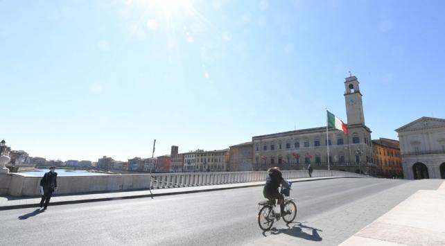 İtalya koronavirüs tedbirlerini gevşetiyor