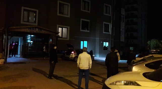 Kayseride 14 katlı apartmanda karantinanın bitişi kutlandı