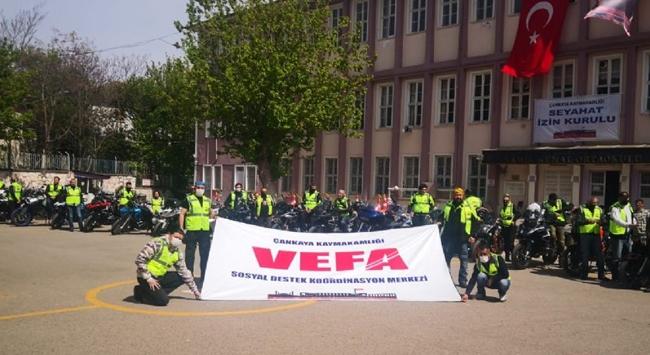 Motosikletli bin gönüllü ihtiyaç sahiplerine hizmet veriyor