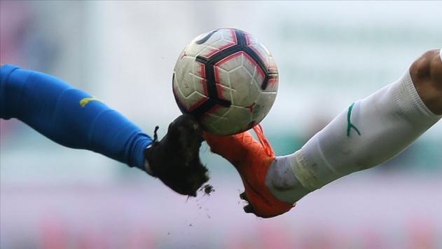 FIFA yöneticisi: Tüküren futbolcuya sarı kart gösterilsin
