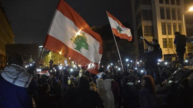 Lübnandaki gösterilerde 10 kişi yaralandı