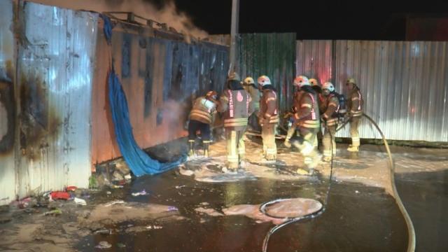 Ümraniye'de hurdalık yangını