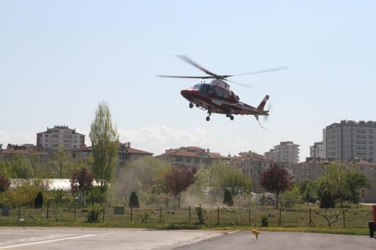 Böbrek büyümesi rahatsızlığı olan kişi fenalaşınca ambulans helikopterle Kayseriye getirildi