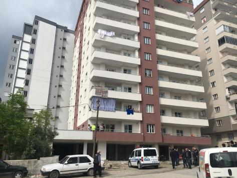 Osmaniyede 7. kattaki evlerinin balkonundan düşen kadın öldü