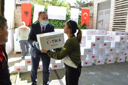 TİKA, Arnavutluktaki ihtiyaç sahiplerine yardımlarını sürdürüyor