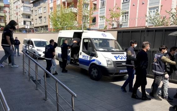 Bağcılarda bir evde parti düzenleyen 10 kişi gözaltına alındı