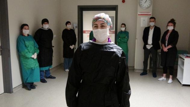 Orduda koronavirüs tedavisi tamamlanan hemşire alkışlarla taburcu edildi