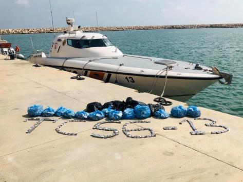 Sahil güvenlik ekiplerinin durdurduğu tekne çalıntı çıktı