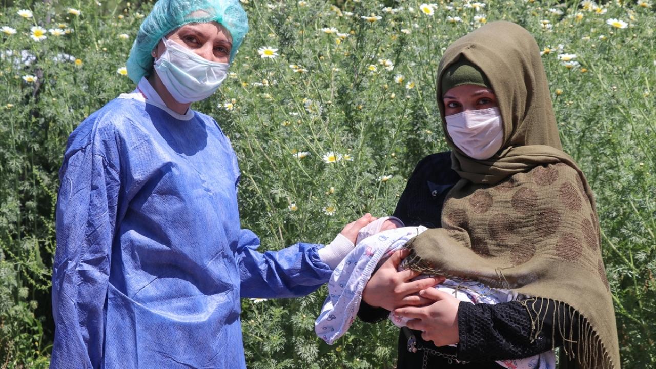 Engür, bebeğin rahat nefes almasının ardından beslenmesiyle ilgili tedaviler uyguladıklarını; bebeği, tüm fonksiyonları normal olarak hastaneden taburcu ettikleri söyledi.