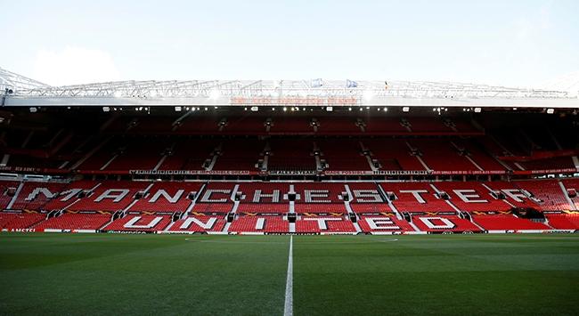 Old Trafforda ayakta seyirci alınacak