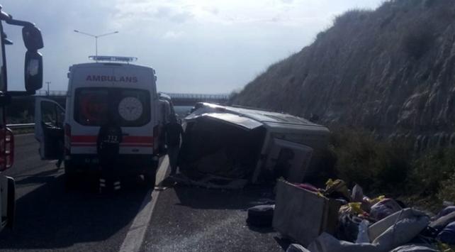 Tarım işçilerini taşıyan minibüs devrildi: 7 yaralı
