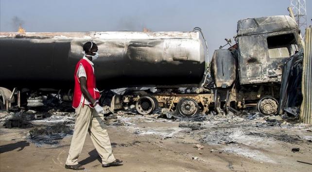 Nijeryada zincirleme kaza faciaya dönüştü: 20 ölü