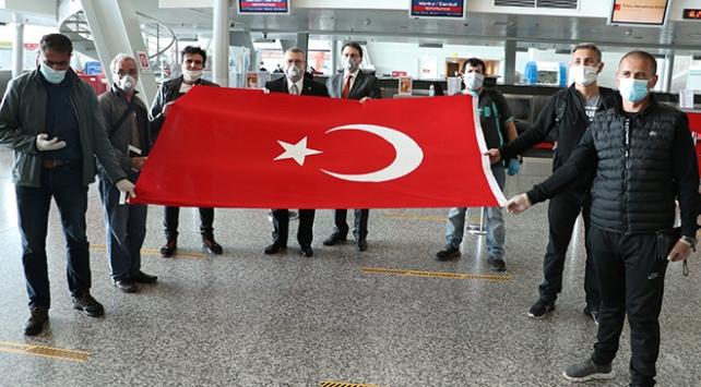 Arnavutluktaki Türk vatandaşları yurda dönüyor