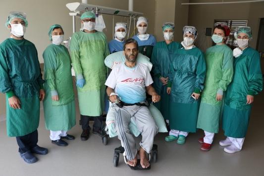 Koronavirüsü yenen doktor plazma bağışıyla hastasına umut oldu