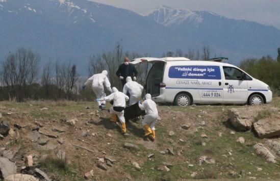 Erzincanda derede erkek cesedi bulundu