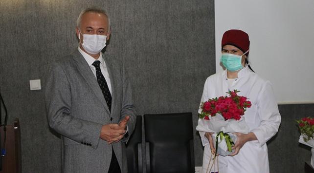 Koronavirüsü yenen sağlıkçılar görevlerine dönüyor