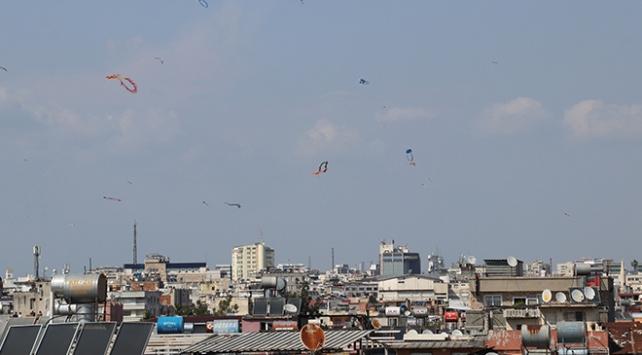 Adanada uçurtma uçurmak yasaklandı