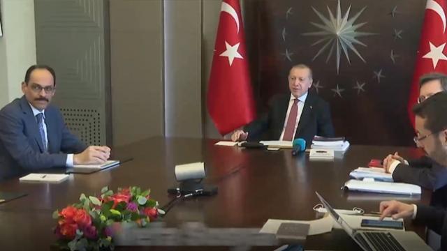 Cumhurbaşkanı Erdoğan, yardım alan ailelerle görüştü