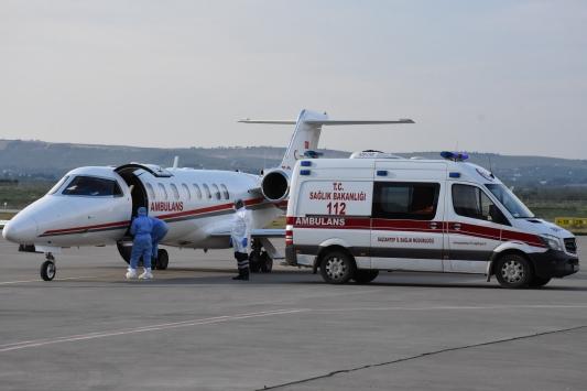 Ambulans uçak koronavirüs şüphesi bulunan genç kız için havalandı