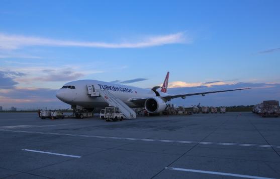 Filistine tıbbi yardım taşıyan uçak İstanbuldan havalandı