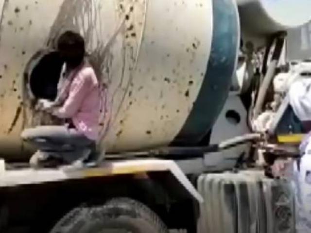Hindistanda kaçak göçmen işçiler beton mikserinde yakalandı