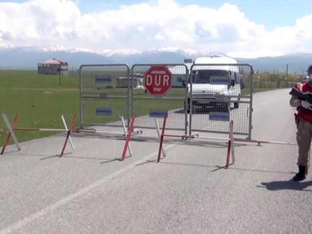 Türkiyede salgın karantinayla önleniyor