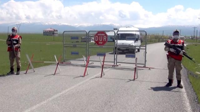 Türkiye'de salgın karantinayla önleniyor