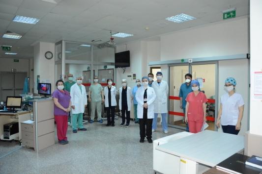 Trabzonda kök hücre tedavisi ile Kovid-19u yenen hemşire taburcu edildi