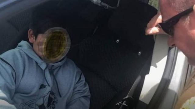 Cebinde 3 dolarla araba kaçıran çocuk polise yakalandı