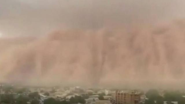 Nijer'de kum fırtınası ilginç görüntüler oluşturdu