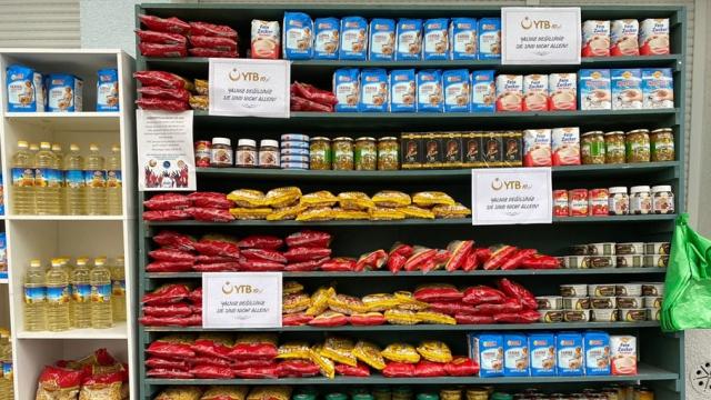 """YTB'den Almanya'daki Türklerin """"Sadaka Dolabı"""" projesine gıda yardımı"""