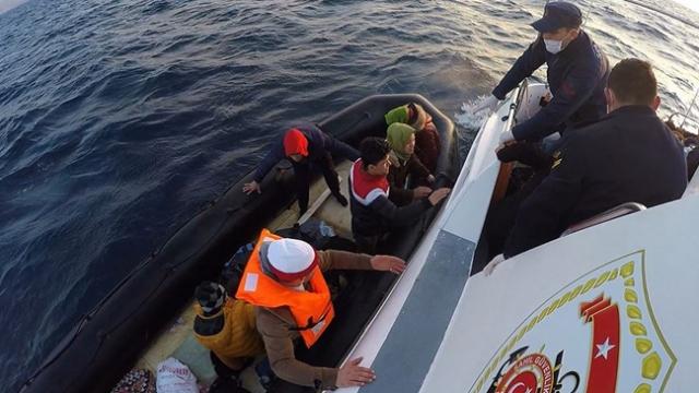 Yunanistan'ın ölüme terk ettiği 22 sığınmacı kurtarıldı