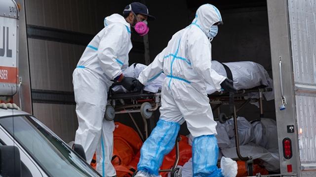 ABD'de her gün binlerce kişi virüse yakalansa da tedbirler hafifletiliyor