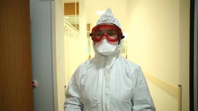 Koronavirüsle mücadeledeki kahraman anne