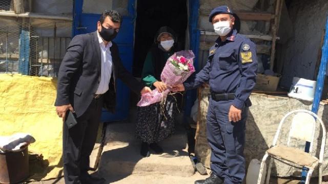 Jandarma ekipleri şehit annelerini ziyaret etti