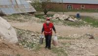 Kızılay gönüllüsü, her gün 87 aileye sıcak yemek ulaştırıyor