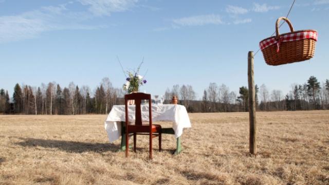 İsveç'te sosyal mesafe önlemli tek kişilik restoran